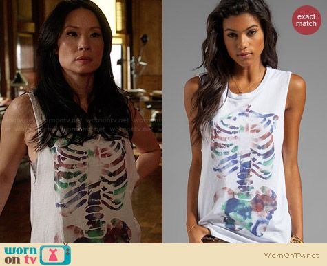 Joan's white skeleton graphic tank top on Elementary. Outfit Details: http://wornontv.net/27772 #Elementary #fashion