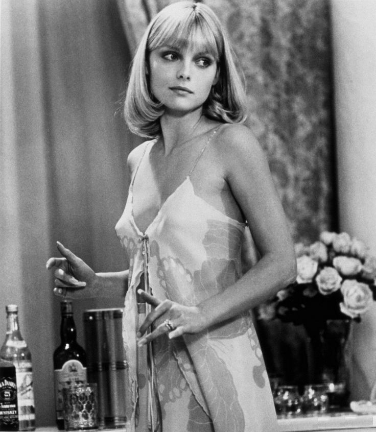 michelle pfeiffer | Michelle Pfeiffer as Elvira Hancock - Scarface Movie Stills 1982