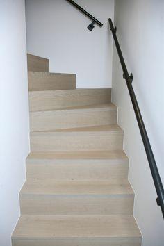 eiken trap tussen muren door Piet-Jan van den Kommer