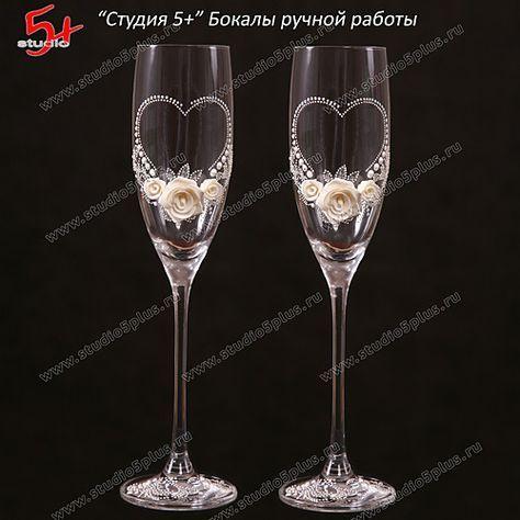 Бокалы сердце с белыми розами - классический свадебный стиль