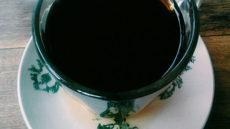 Namamu masih ada di dentingan cangkir teh hangatku dengan tatakannya