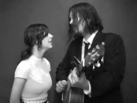 The Civil Wars - Falling. Beautiful harmonies and such wonderful chemistry!