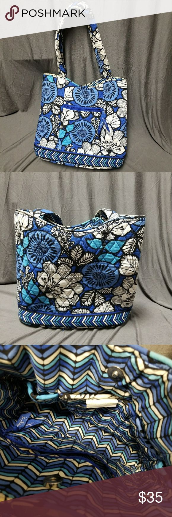 Very Bradley Tote GUC VERA BRADLEY tote bag. Good Used Condition. Rarely used. Minor staining and discoloration on the handles. Vera Bradley Bags Totes