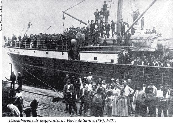 Navio com italianos no porto de Santos(1907).