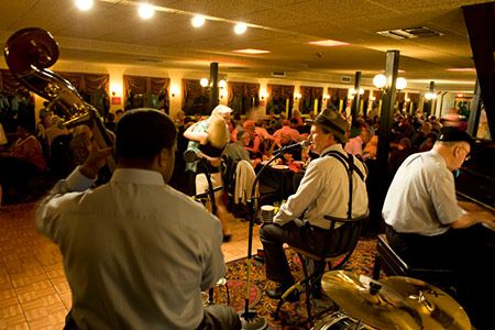 Enjoy live New Orleans jazz on our nightly dinner cruise! #NOLA #CreoleQueen #jazz
