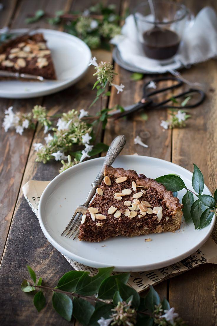 Crostata integrale al cocco, cioccolato e mandorle