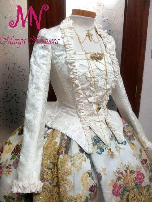 Cos ML del vestit de la fallera major de la Falla Passeig 2014.