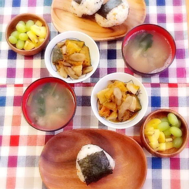 鮭とわかめおにぎり かぼちゃの煮物 ホタテみそ汁 - 97件のもぐもぐ - 和朝食♪.。゚+.(*・ω・*)ノ。 by lilianhuang