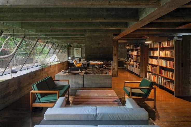 Casa dos anos 60 foge do comum com concreto até nos móveis - Casa e Decoração - UOL Mulher
