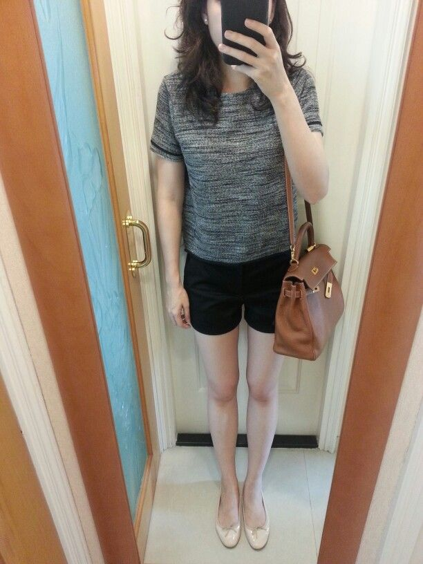 H\u0026amp;M top, black shorts, Repetto nude flats, Hermes Kelly 32 in the ...