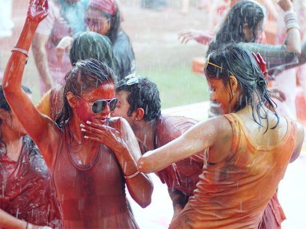 Happy Holi (Rangapanchami) SMS, Wishes  msgs in Marathi |Sexy Rainy Holi Shayari