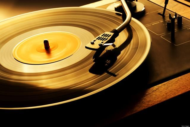 Paid Music Downloads On The Decline, Vinyl Sales Increase http://www.ubergizmo.com/2015/01/paid-music-downloads-on-the-decline-vinyl-sales-increase/