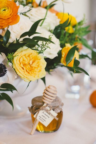 Honey favors: http://www.stylemepretty.com/little-black-book-blog/2015/03/10/sunny-san-ysidro-ranch-wedding/ | Photography: Emily Blake - http://emilyblakephoto.com/