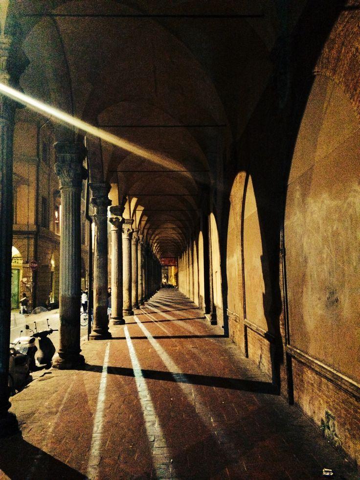 """I portici di Bologna dal """"Progetto Osservando Bologna"""" Associazione culturale Succede solo a Bologna"""