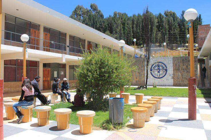 Facultad de Trabajo Social de la Universidad Nacional del Altiplano Puno.  Foto: Octubre del 2014.