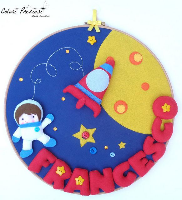 Journey to the moon. Felt decoration for baby's birth #coloripreziosi #feltroepannolenci #feltro #handmade #enfeitedeporta