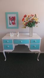 QUEEN ANNE DRESSING TABLE OR DESK