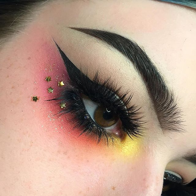 Yesterday's look ⭐️ - PRODUCTS: - @sugarpill Buttercupcake on my inner corner with @anastasiabeverlyhills Gold rush on top - @urbandecaycosmetics Savage, Slowburn and @sugarpill Flamepoint on the lashline - I used @jeffreestarcosmetics #BeautyKiller palette shades Courtney in the crease and Rich Bitch on my inner lashline - Top lashes are @sugarpill Lullaby and bottoms are half of @ardell_lashes 600s - @anastasiabeverlyhills Dipbrow in Ebony