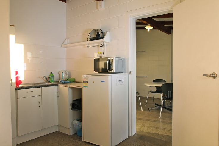 Tourist Flat | Russell-Orongo Bay Holiday Park. Kitchenette situated in the tourist flat,comes with a hotplate, cooking utensils, fridge, microwave, crockery and cutlery.