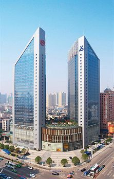 Sheraton Changsha Hotel is located in central Changsha, close to Martyrs' Park, Hunan Provincial Museum, and Helong Stadium. Nearby points of interest also include Hunan University.