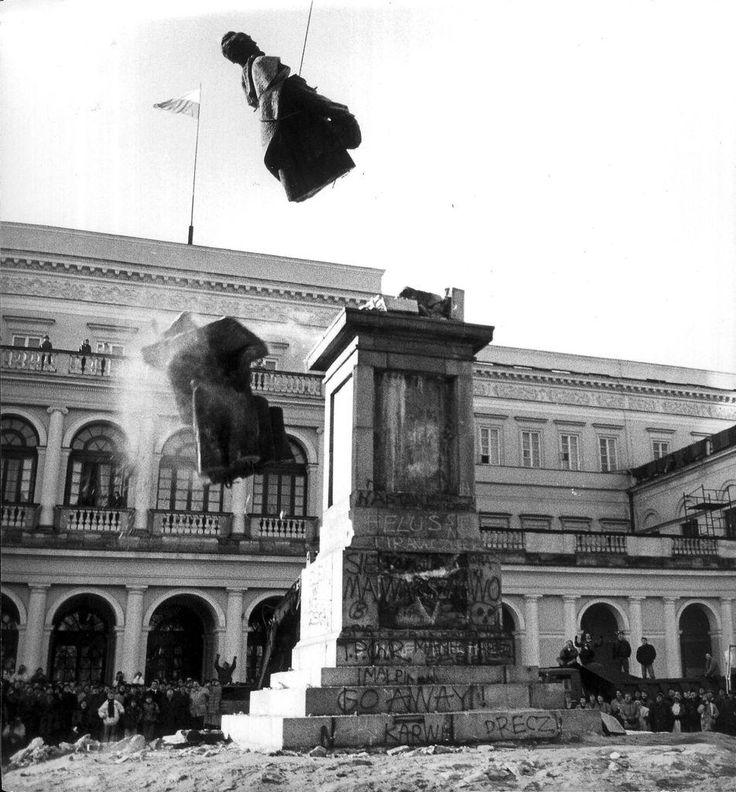 Dismantling statue of the Soviet statesman Felix Dzerzhinsky. Warsaw, Poland, 1989