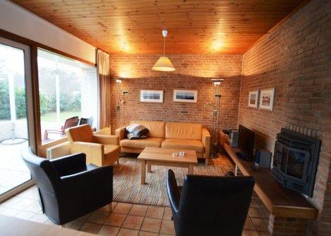 De Parel nr.204  Description: PAREL NR.204 Ligging: vrijstaand rustig gelegen in het bungalowpark 'de Parel' in de Dennen.Accommodatie: De bungalow heeft 3 slaapkamers waarvan 1 slaapkamer met een tweepersoonsbed (2 matrassen) 1 slaapkamer met 2 éénpersoonsbedden en 1 slaapkamer met een stapelbed (6 x1-pers.dekbedden). In de badkamer is een douche toilet en een wastafel. De woning heeft een eigen gratis internet-aansluiting. De keuken is volledig uitgerust met o.a. afwasmachine koelkast…