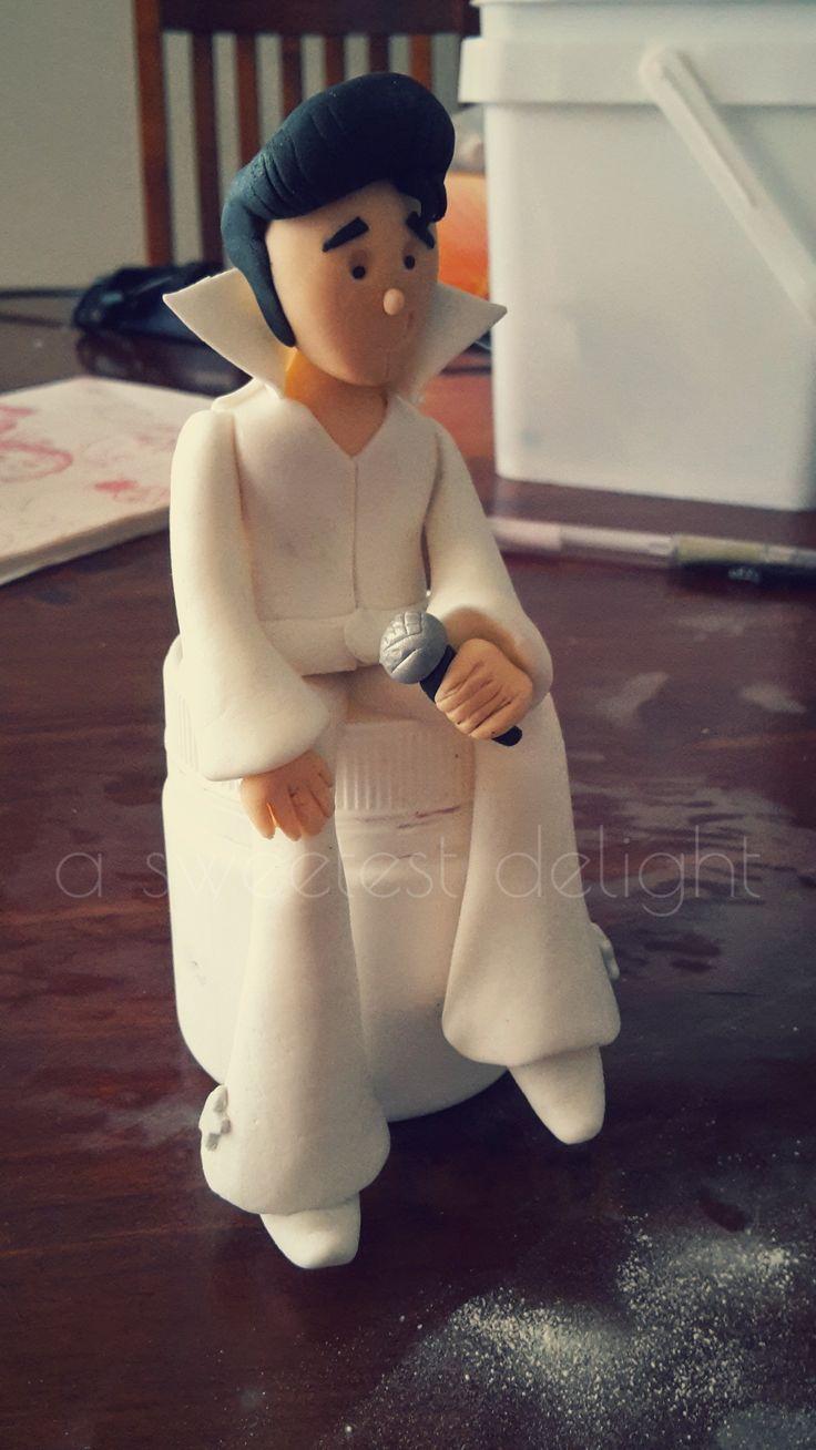 Elvis Presley gumpaste/fondant figurine                              …