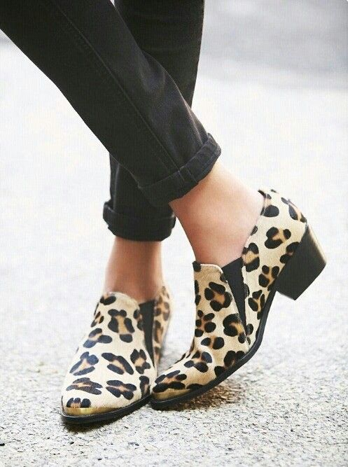 Must...botas super cortas! #Enjoy #tendencia #blanco #amarillo #geometric #black