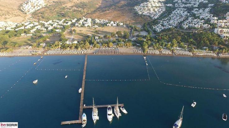 Bodrum'un lacivert denizine en yakın yerlerinden biri ünlü Camel Beach... Denize sıfır imarlı arsasıyla yatırma her an değer kazandıracak bir yer... #satılık #arsa #kellerwilliams #benzersiz #yatırımcılariçinfırsat Detaylı bilgi: www.kwbodrum.com