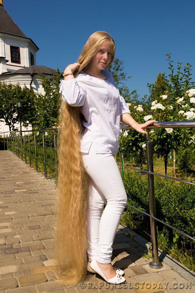 блондинка с очень длинными волосами видео любительское бедра ушиб