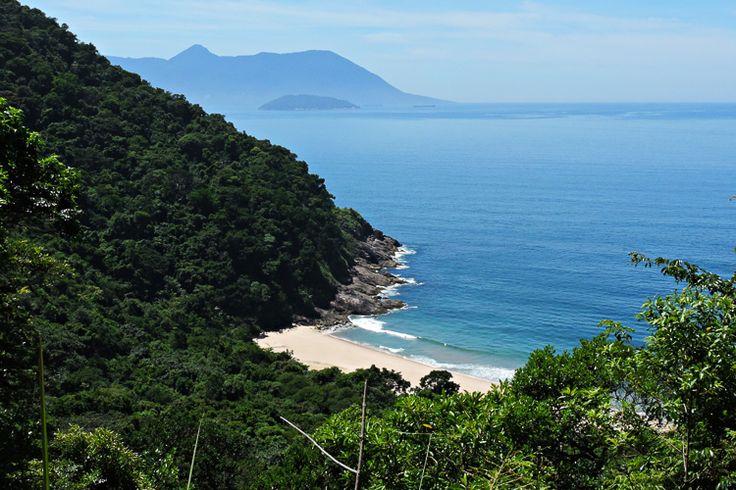 Uma vista quase completa de toda a Praia Brava de Boiçucanga, parte do Núcleo São Sebastião do Parque Estadual Serra do Mar. Foto: Lucas Harder Gonsalves