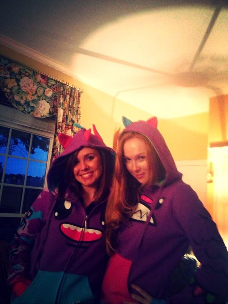 Photo of Molly Quinn & her friend