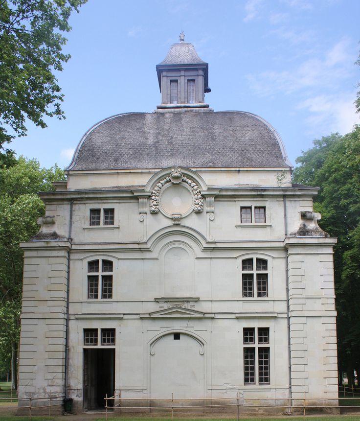 Château de Richelieu. Pavillon du manège, 2010. Photo: Nathanael Boiche.