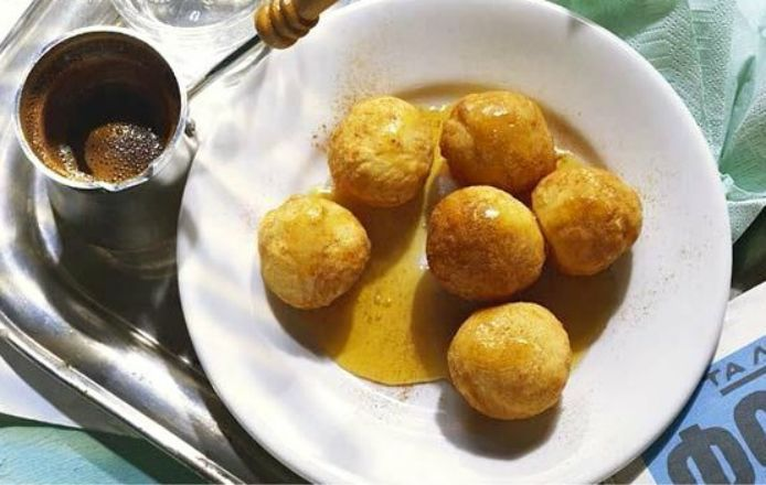 Loukoumades with honey and cinnamon -Make your own http://www.icookgreek.com/en/recipes/desserts/item/loukoumades-with-honey-and-cinnamon?category_id=291