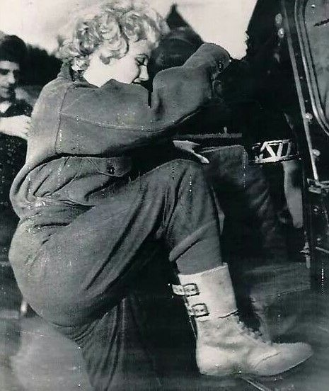 Marilyn in Korea, February 1954.