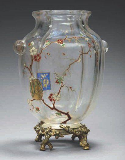 Eugène ROUSSEAU (1827 - 1890) et ESCALIER de CRISTAL Circa 1880 Vase en cristal incolore de forme ovoïd