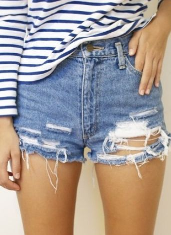 High waisted denim is in heavy rotation during the summer #ventilation