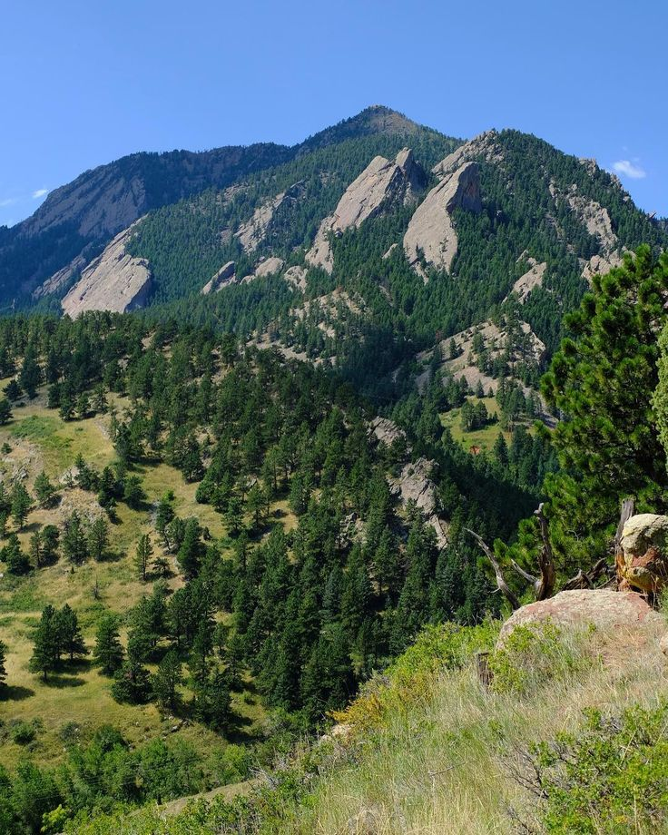 I always enjoy taking in this view before getting started. When I first hiked Bear Peak about 5 years ago I was a bit stunned about the undertaking. Now I look up and just think see you up there... #bearpeak #bearpeakhike #bearpeaktrail #hiking #hikingfun #hikingday #hikingviews #hikinginboulder #hikingadventures #hikingtime #boulder #boulderco #bouldercolorado #boulderhike #boulderhikes #boulderhiking #coloradohiking #colorado #coloradolife #coloradohike #colorfulcolorado #mountain…