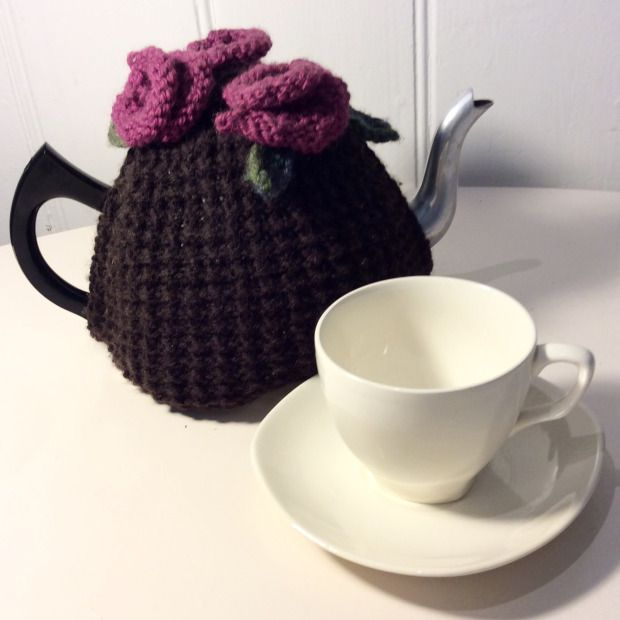 a knitted tea cosy on a vintage or new tea post makes a lovely Christmas gift that would be easy to make