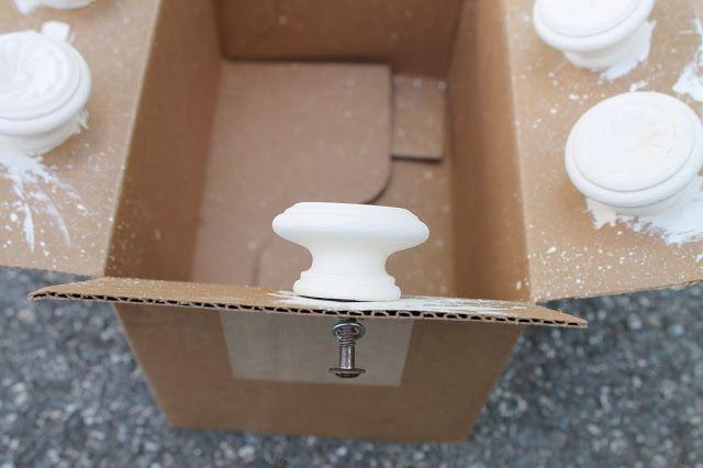 Elizabeth & Co.: Desks, desks and more desks... easy way to paint knobs