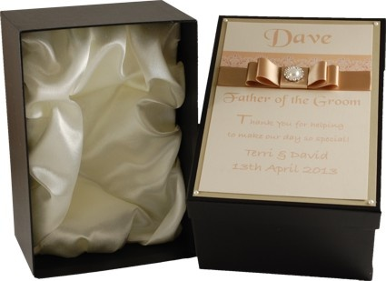 Satin lined & personalised gift box for 1pt tankard, perfect for all your wedding attendants. Part of our 'Purlesque' range of wedding stationery and accessories,