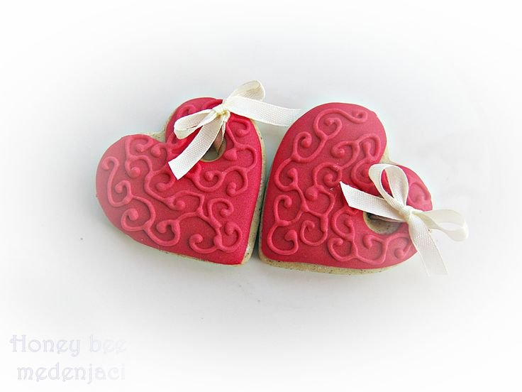 ... hearts,cookies,royal icing | Honey bee medenjaci | Pinterest | Heart