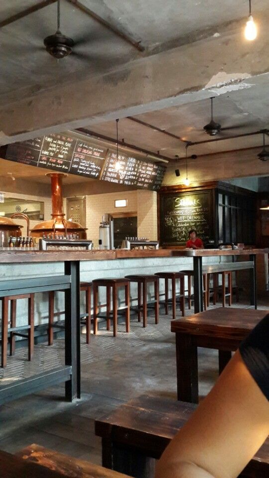 American-style microbrewery with great burgers. This bar feels like America.