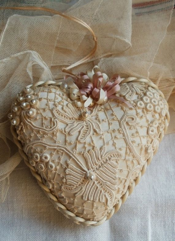 Vintage Style, Silk and Lace Heart~❥ <3 Ene 15 16 <3