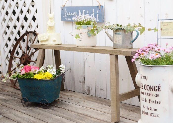 花台として活躍してくれるディスプレイ用のベンチ