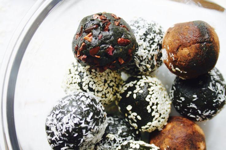 Spirulina Energy Balls // Superfood Desserts