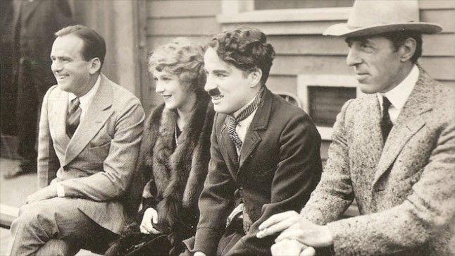 1890년 미국의 프런티어는 실질적으로 막을 내렸다. 그러나 에디슨의 영사기 발명과 할리우드의 급성장, 그리고 미국 영화 산업의 발전은 가히 '제2의 프런티어'로 불릴 만했다.