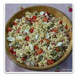 Lekkere koude macaroni salade! Lekker voor in de zomer. Voor meer informatie kijk dan op lekkerkokenmetons.wix.com/lekker-koken