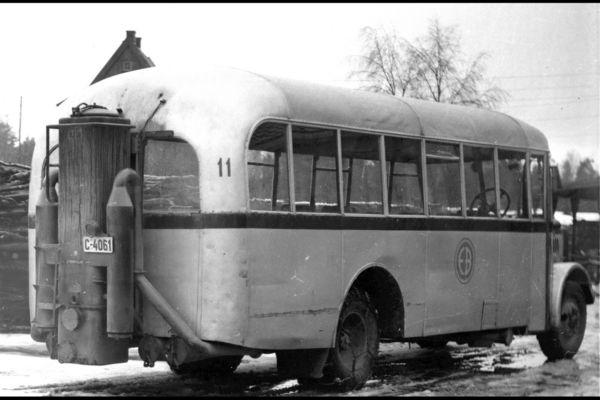 Oslobilder ekebergbanens buss C-4061 med vedgassdrift, knottgenerator