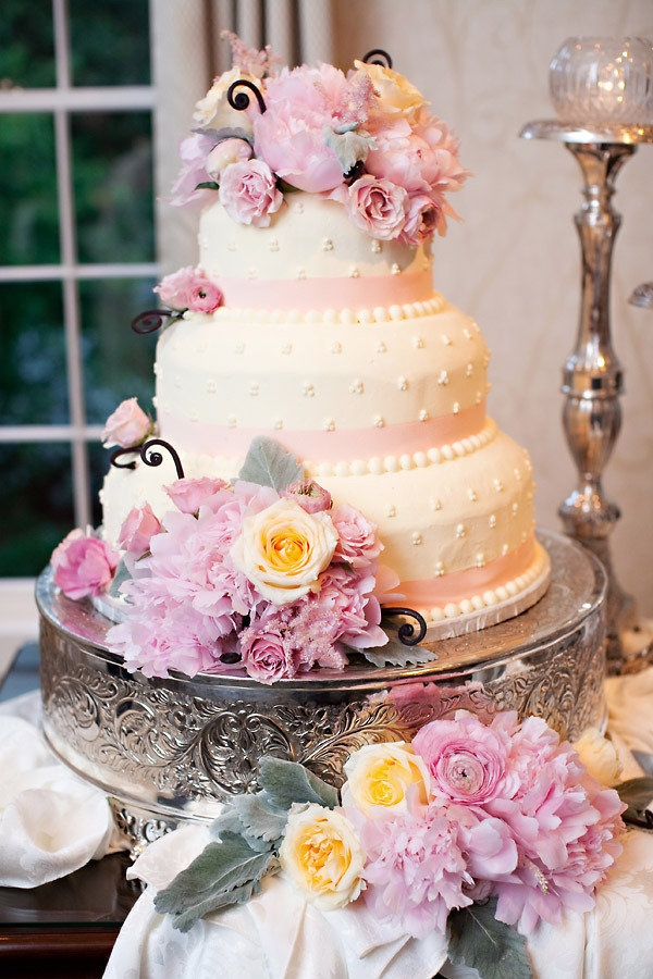 Cake by White Windmill Bakery / Floral Design by Rory Moon / Photography by Artstar